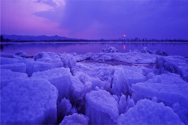 摄影:姜云中  作品名:《开江》                   拍摄地点:双鸭山市饶河乌苏里江湿地