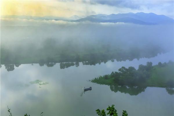 摄影:刘凤华  作品名:《晨曦》                   拍摄地点:双鸭山市饶河南湖湿地