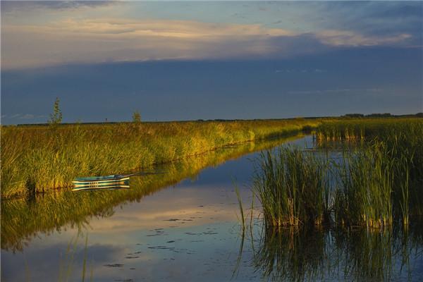 摄影:吕晓东  作品名:《湿地晚霞》               拍摄地点:双鸭山市七星河湿地