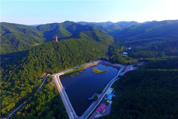 摄影:娄世春  作品名:《鸟瞰青山》              拍摄地点:双鸭山市青山旅游区