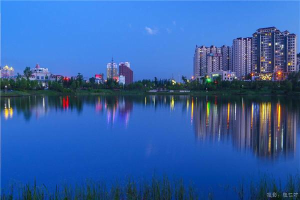 摄影:张仁才  作品名:《华灯初上》              拍摄地点:双鸭山市