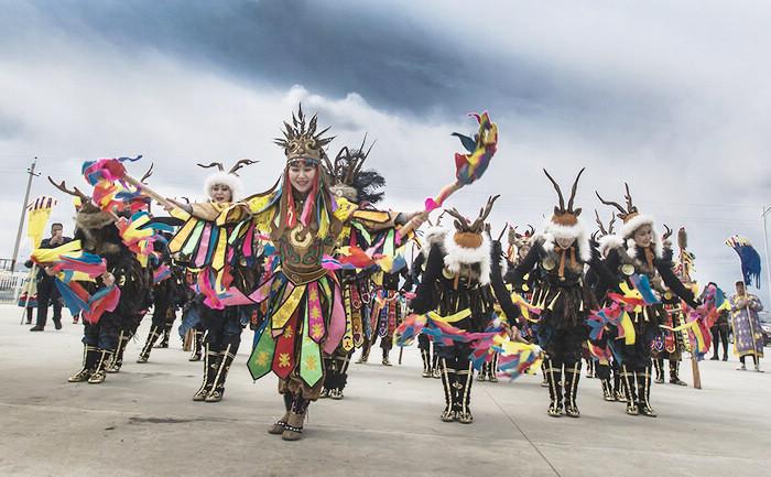 饶河县举行2017年乌苏里江开江节活动  冷菊贞  摄